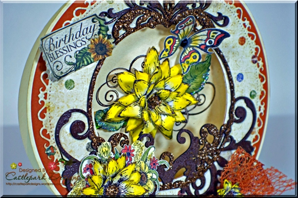 Joann-Larkin-Round-Easel-Card-Closeup
