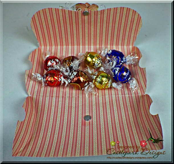 Joann-Larkin-fold-over-pillow-box-open