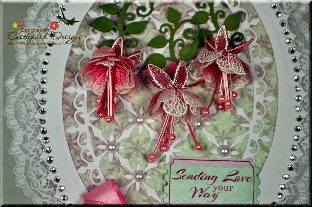 Joann-Larkin-Victorian-Hand-Mirror-Flowers