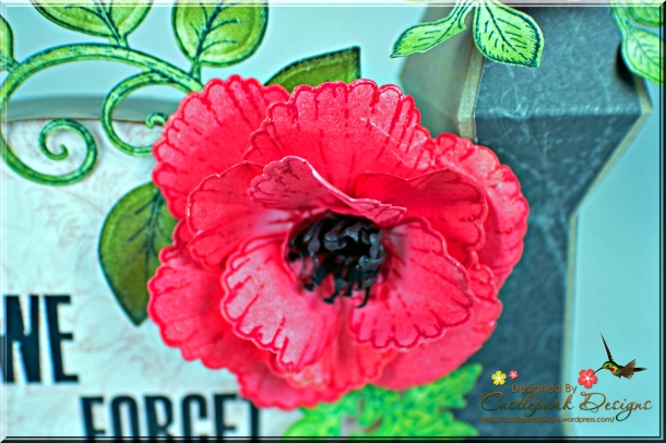 Joann-Larkin-Lest-We-Forget-Monument-Flower